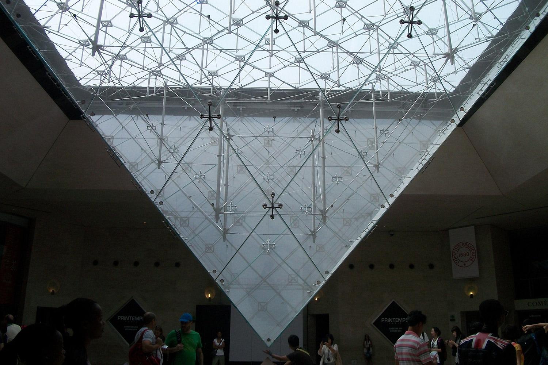 Piramide Louvre / 1