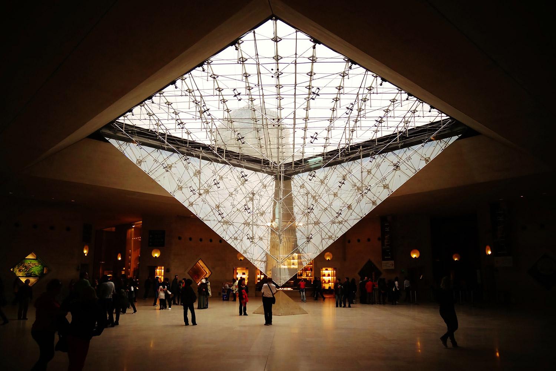 Piramide Louvre / 2