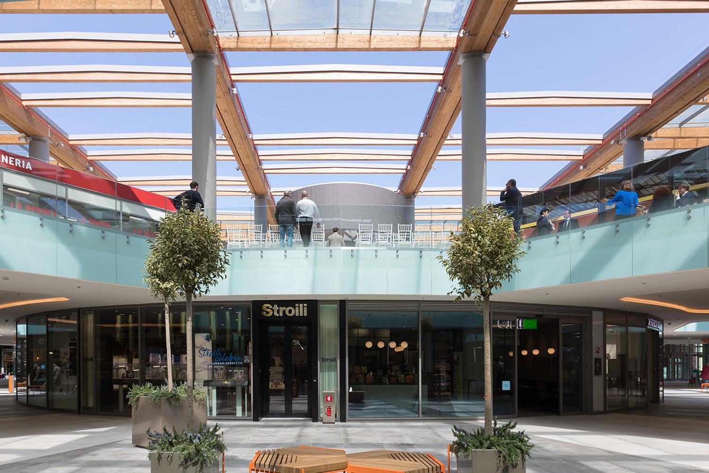 Aura Shopping Center  / 1