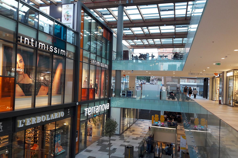 Aura Shopping Center  / 2