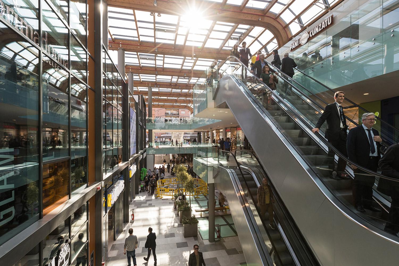 Aura Shopping Center  / 3
